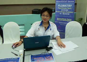 Ms. Kathy AIFD the Chief Judge of Malaysia Floristry